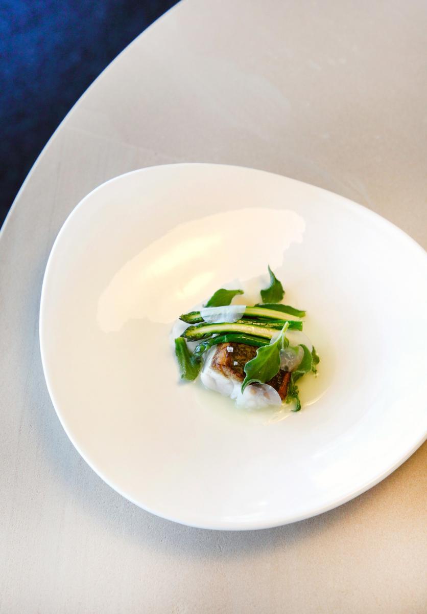 Blue eye, kohlrabi juice and asparagus